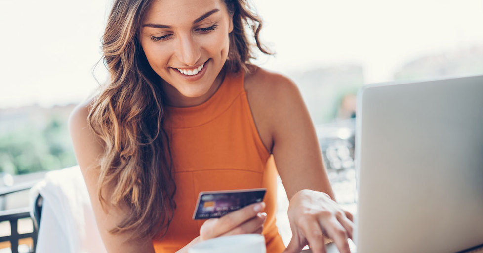 Woman-buying-online
