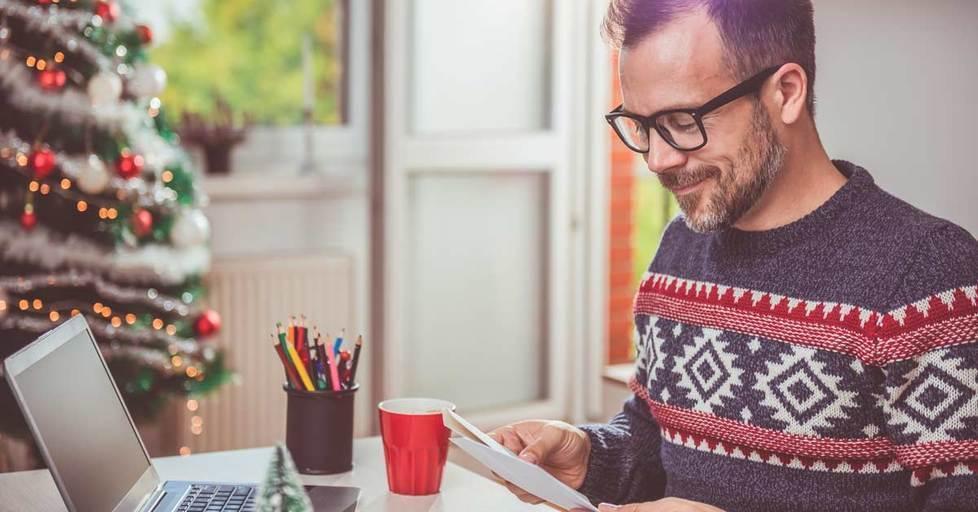 Men-opening-christmas-letter