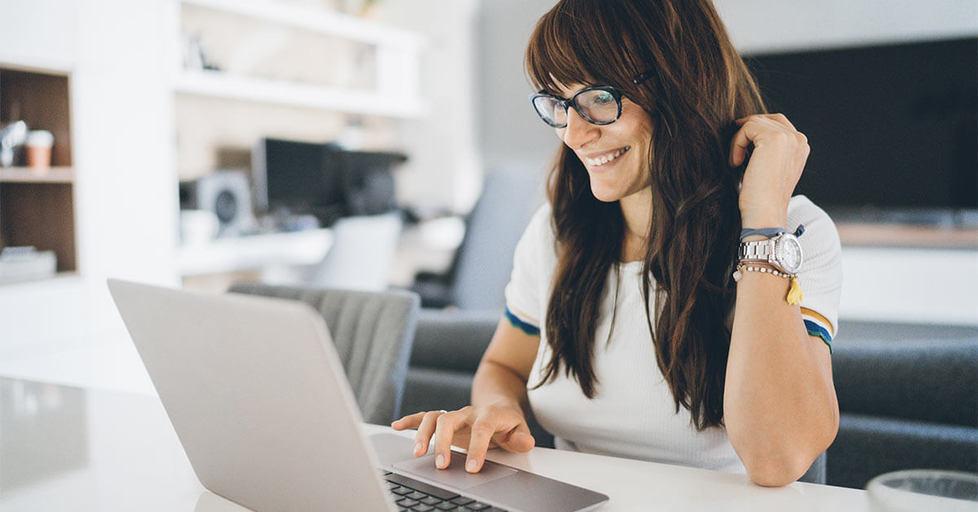 Happy-woman-looking-at-computer